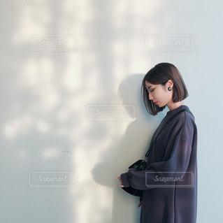 目の前に立っている人の写真・画像素材[1598141]