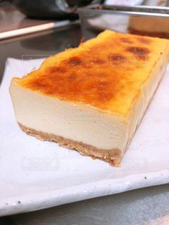 皿の上のケーキの一部の写真・画像素材[1783356]