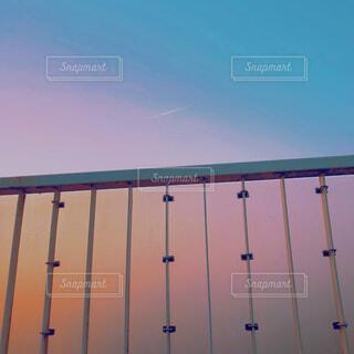水の体に架かる長い橋の写真・画像素材[4263384]