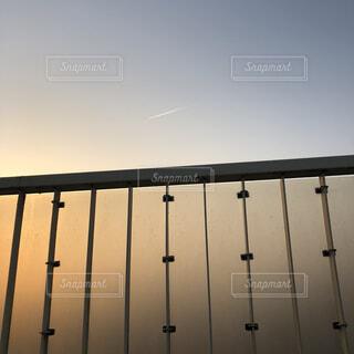 水の体に架かる長い橋の写真・画像素材[4263385]