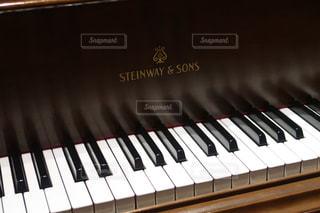 近くにピアノのの写真・画像素材[1079563]