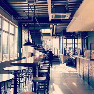 オシャレなカフェ店内の写真・画像素材[1079681]