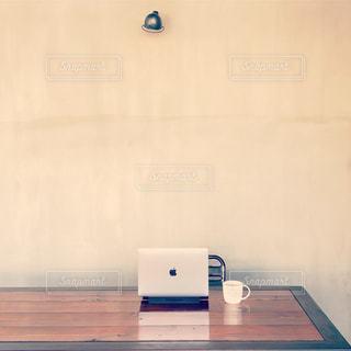 カフェでノマド仕事の写真・画像素材[1079682]