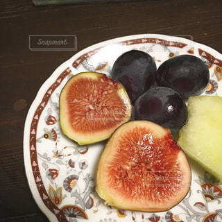 新鮮なフルーツのスライスを皿の料理の写真・画像素材[1081014]