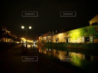 夜の街の景色の写真・画像素材[1081803]