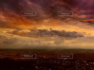 空には雲のグループの写真・画像素材[1082332]
