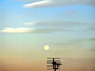 満月の朝の写真・画像素材[1279473]