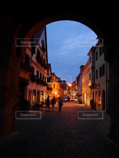あるドイツの街の夜灯りの写真・画像素材[1086573]