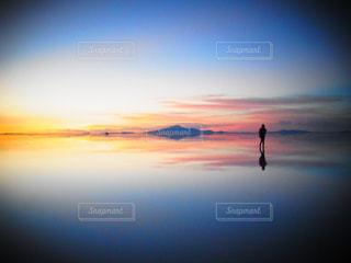 ある日のウユニ塩湖の写真・画像素材[1086618]