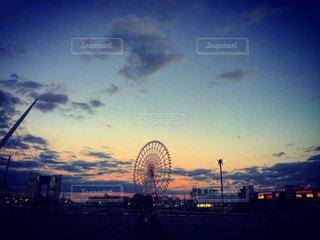 夕暮れ時の都市の景色の写真・画像素材[1083618]