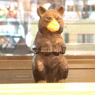熊の木彫りの写真・画像素材[1083916]