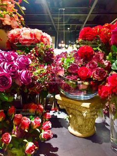 テーブルの上の花の花瓶 - No.1086476