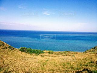草原と海の写真・画像素材[1101685]