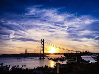 空と夕日のコントラストの写真・画像素材[1085231]