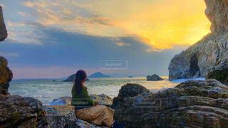 絶景の夕日の海の写真・画像素材[1052347]