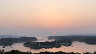 絶景の夕日の写真・画像素材[1086635]