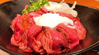 ローストビーフ丼の写真・画像素材[1155151]