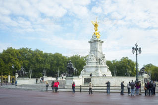 ロンドン ビクトリア記念碑と銅像の写真・画像素材[1088444]
