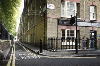 公園脇の道 街並み ロンドンの写真・画像素材[1088461]
