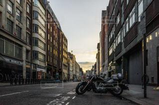 ロンドン 夕景 バイクの写真・画像素材[1088470]