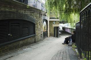 ロンドン レンガ 若者の写真・画像素材[1088472]