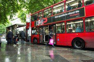 ロンドンバス 雨の写真・画像素材[1088504]