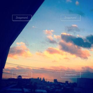 夕暮れ時の都市の景色の写真・画像素材[1086258]