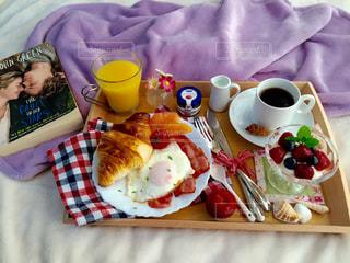 贅沢な休日の朝食の写真・画像素材[1087035]