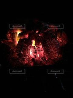 なかなか消えない火の写真・画像素材[1087585]