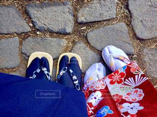 着物を来て歩くカップルの写真・画像素材[2871484]