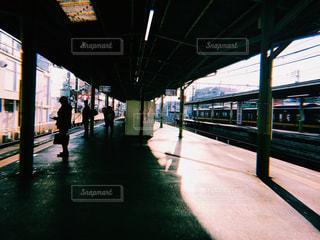 列車が駅に引いての写真・画像素材[1087251]
