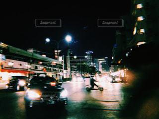 夜のトラフィックの写真・画像素材[1087253]