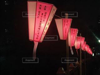 一時停止の標識が夜間ライトアップの写真・画像素材[1089447]