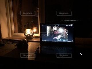 テレビはテーブルに座っています。の写真・画像素材[1092333]