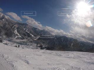 雪に覆われた山の写真・画像素材[1087471]