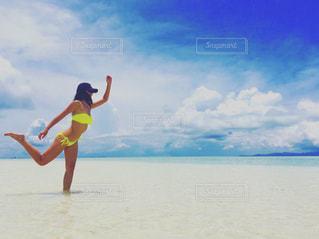 綺麗な海で夏を満喫の写真・画像素材[1088326]