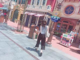 街を歩いている人の写真・画像素材[1090653]
