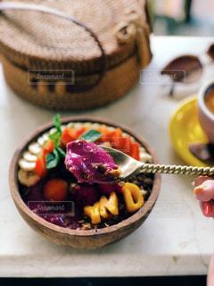 食卓に一杯の食べ物の写真・画像素材[2142087]