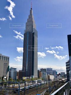 高層ビルと電車 - No.1090279