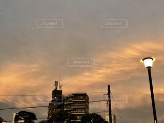 トラフィック ライトと夕空の写真・画像素材[1161633]