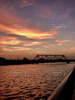 夕焼けと川の写真・画像素材[1315695]