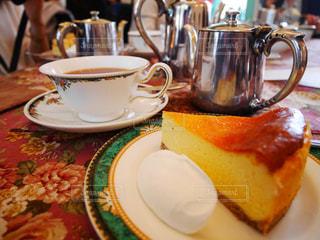 食品とコーヒーのカップのプレートの写真・画像素材[1126116]