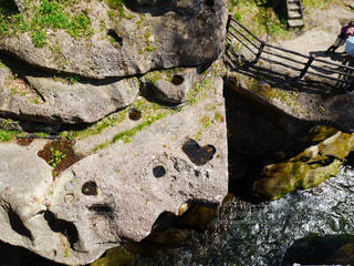 近くの岩の壁をの写真・画像素材[1786933]