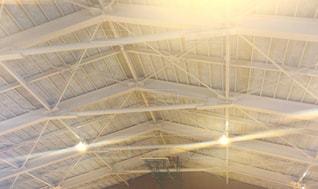 学校の体育館の屋根の写真・画像素材[1118320]
