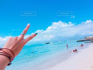 カリブ海に向かってピース!の写真・画像素材[1192820]