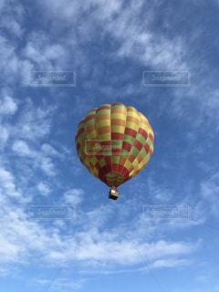 大きい風船に空気中の写真・画像素材[1092189]