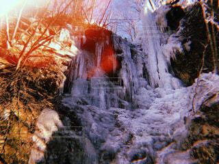 滝が氷柱に...の写真・画像素材[1092398]