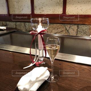 テーブル ワインのグラスの写真・画像素材[1092780]