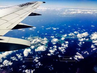飛行機の窓からの写真・画像素材[1096459]