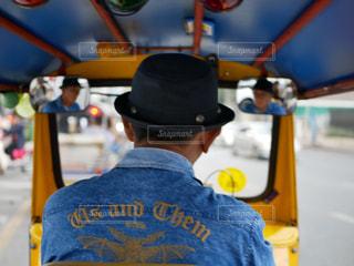運転手の後ろ姿の写真・画像素材[1514960]